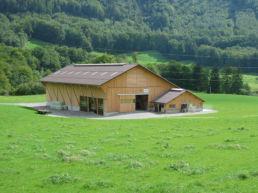 Neubau Laufstall mit Futterlager